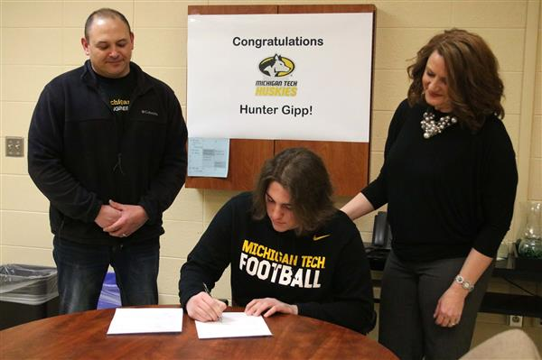 Picture of Hunter signing